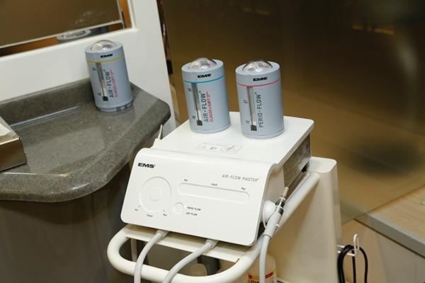 最新の歯面清掃器具・エアフローマスター
